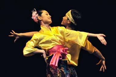 图为中国残疾人艺术团在奥克兰表演现场