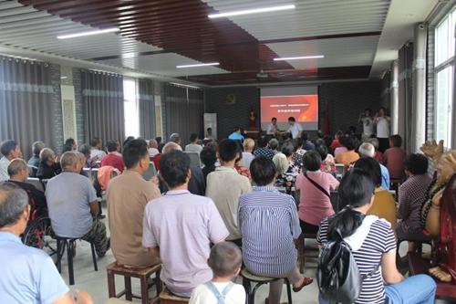 图为:汝阳县残疾人养殖技术培训班现场