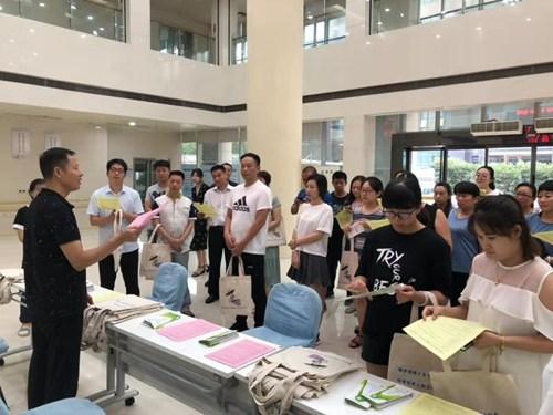图为:洛阳市残联举办按比例安排残疾人就业审核政策宣传活动1