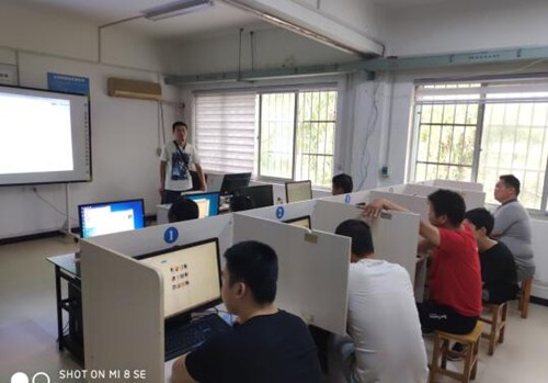 图为计算机应用培训班