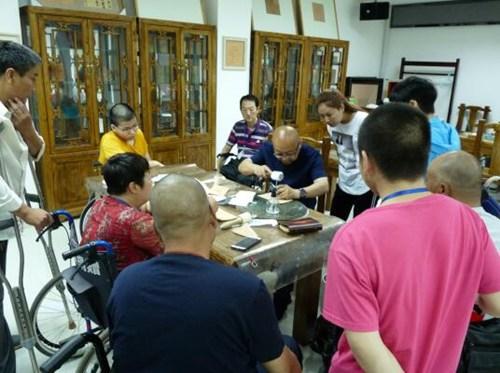 图为皮雕培训班