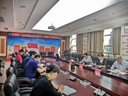 图为:杨广欣同志为全体党员上《壮丽70年 奋斗新时代》专题党课
