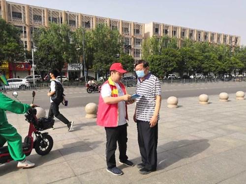 图为: 新安县残联进行残疾人法律宣传