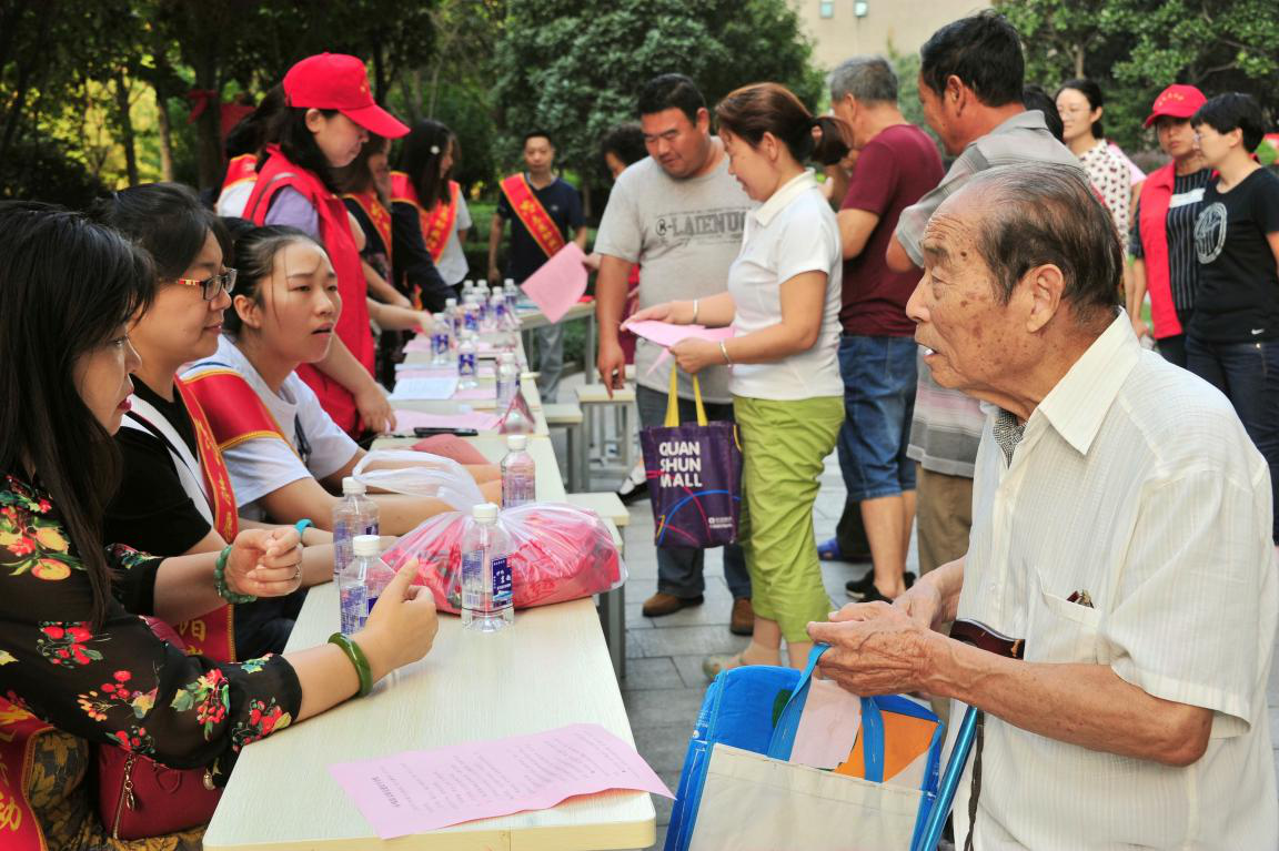 """洛阳市残联开展""""做志愿表率·为党旗增辉""""党员志愿服务活动"""