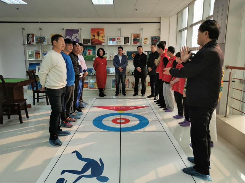 洛阳市西工区残联慰问辖区两支代表河南省参加全国总决赛的残疾人旱地冰壶队