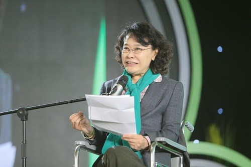 图为中国残联主席张海迪在发布会上致辞