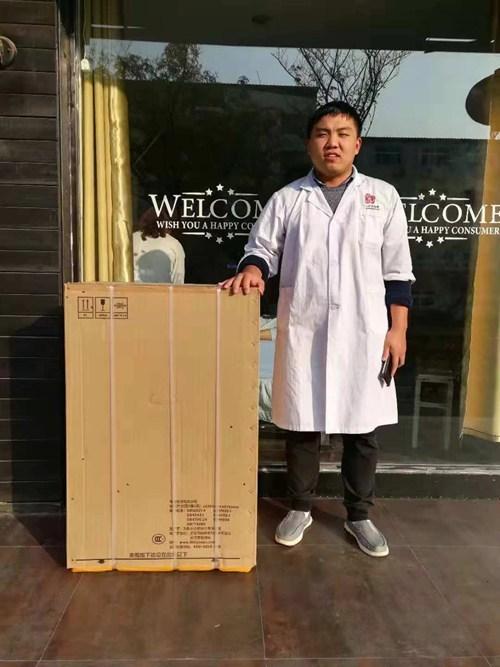 图为濮阳市华龙区残联为盲人保健按摩机构发放洗衣机2