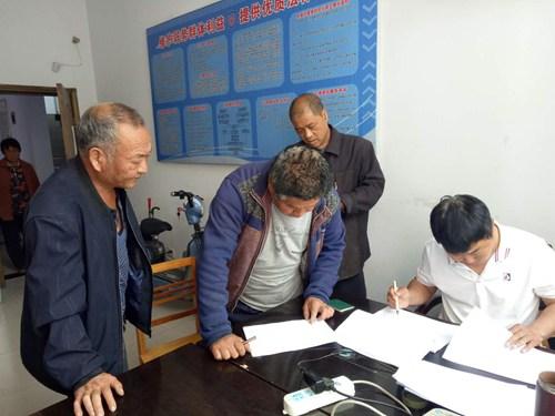 图为汝州市残联积极开展残疾人燃油补贴落实工作