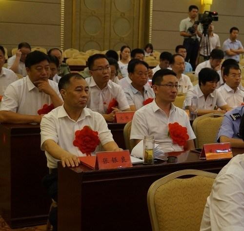 图为市残联党组书记、理事长张银良参加南省委在郑州市召开庆祝中国共产党成立95周年大会现场