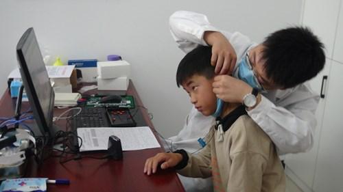听见花开的声音 ——新乡满堂彩下载为听障儿童免费验配助听器