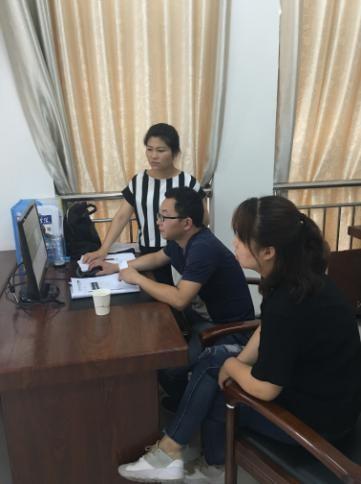 图为漯河市残联督导组开展残疾人精准康复服务管理软件培训