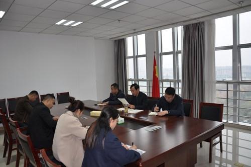 图为漯河市残联认真组织学习市委七届五次全会精神