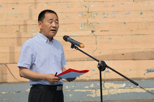 图为:市政协副主席、市残联理事长马四海主持启动仪式