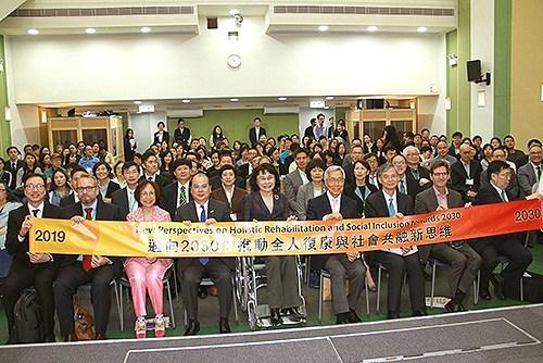 图为张海迪出席香港复康会60周年研讨会