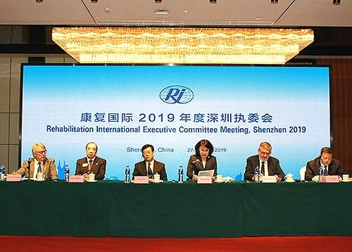 图为中国残联主席、康复国际主席张海迪在开幕式致辞