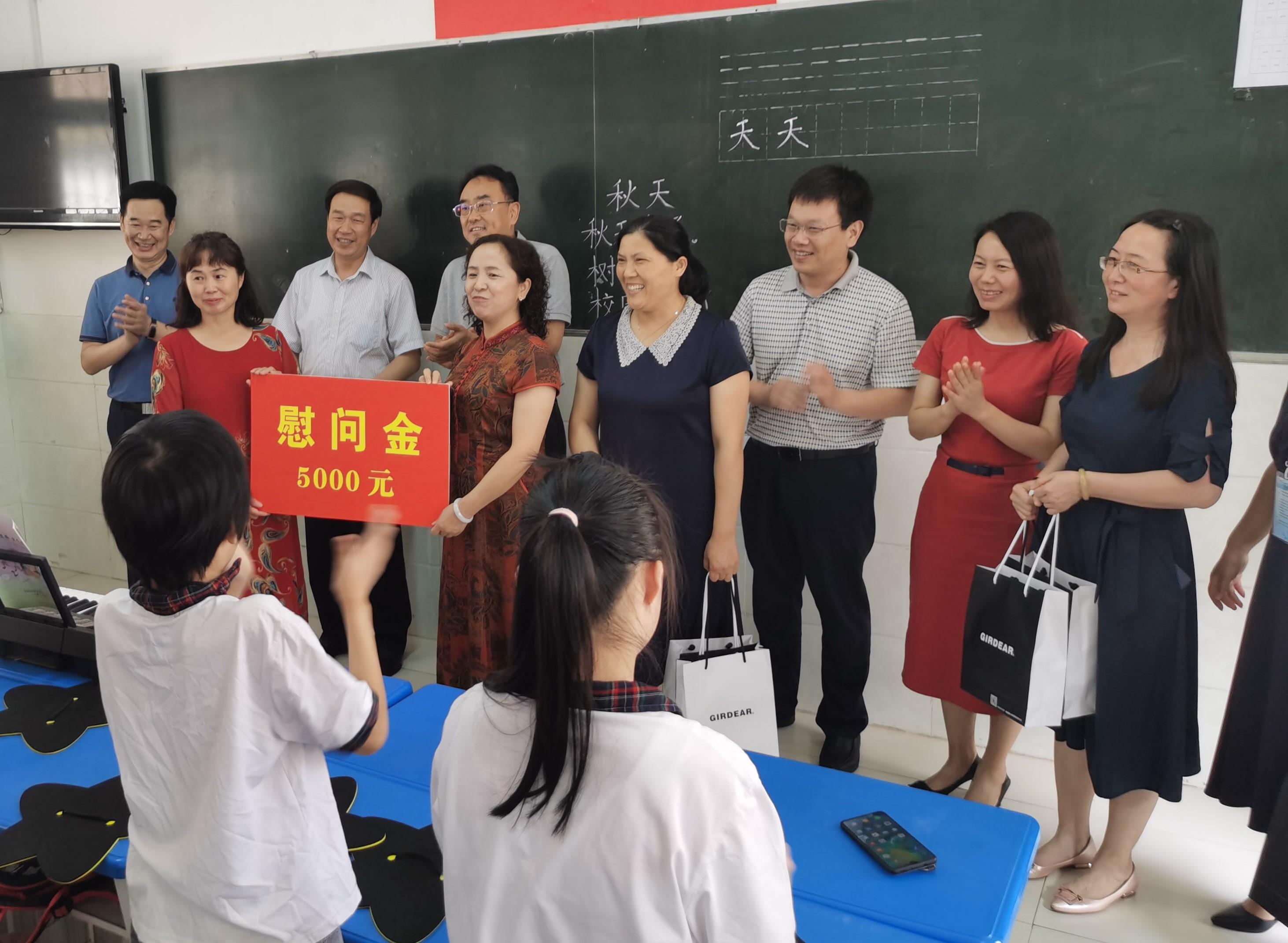 市政府副秘书长张昌升慰问特教老师