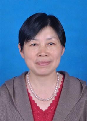 图为滑县残联党组成员、副理事长李爱青