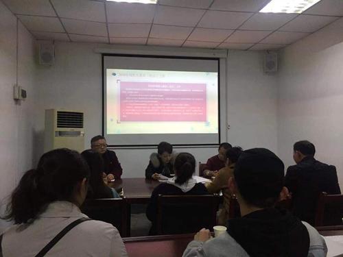 图为区残联理事长郭沪光向参会人员介绍2019年重点工作