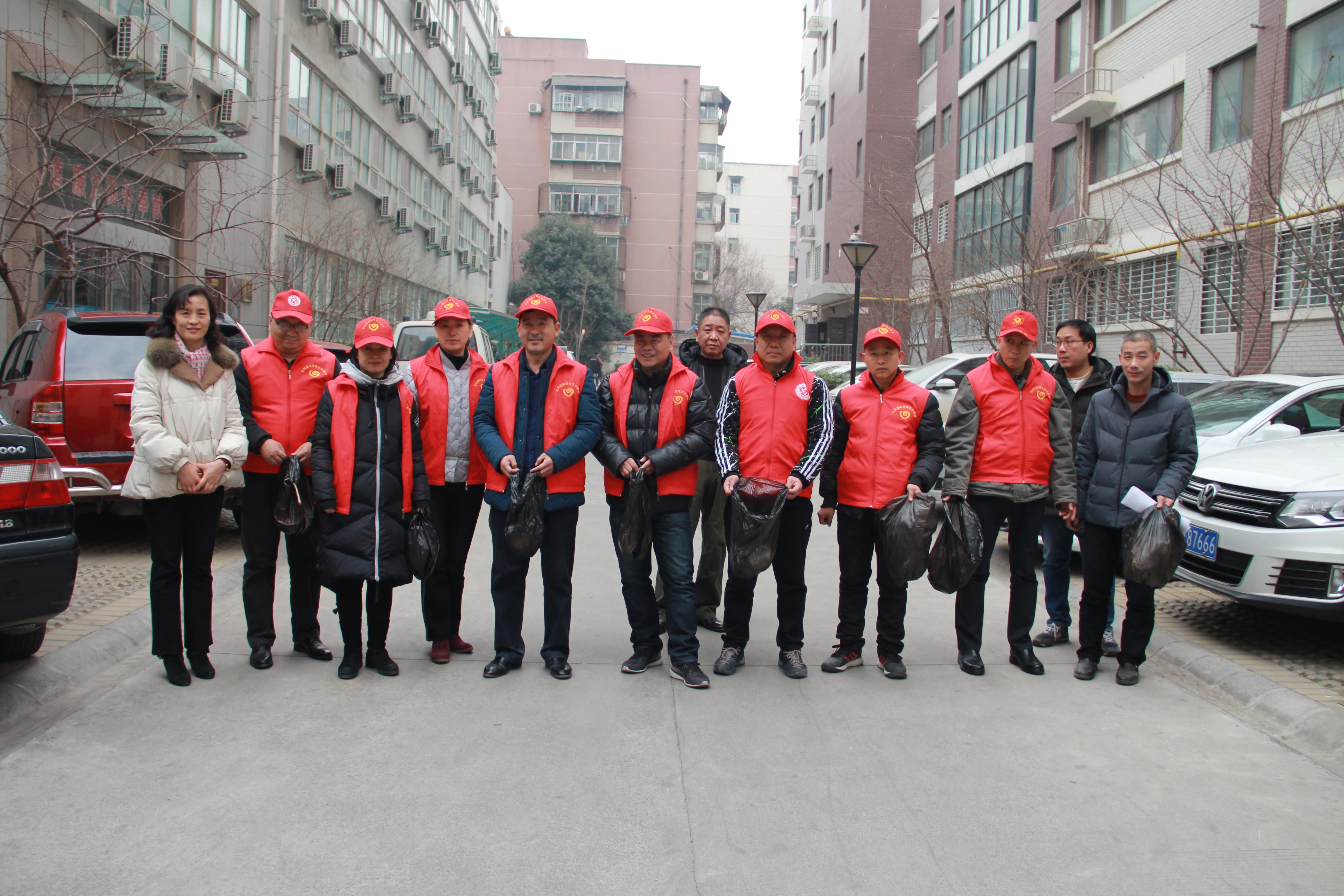 省康复中心、科技市场社区组织志愿者  开展捡垃圾活动