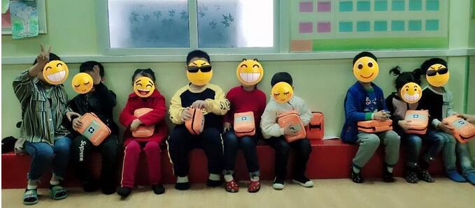 世界自闭症日:我们和来自星星的孩子在一起——河南省残疾人福利基金会向自闭症儿童发放安全包